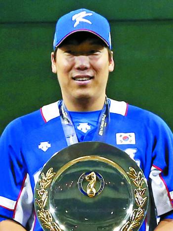 2015 프리미어12 MVP를 차지한 김현수. [연합뉴스]