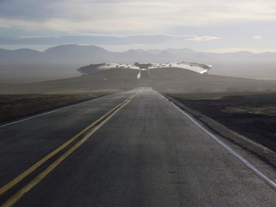 미국 뉴멕시코의 우주공항 스페이스포트 아메리카. 길을 따라 정면에 들어선 건물이 민간 우주여행 기업 버진 갤럭틱이 준비 중인 우주여행을 떠날 우주공항 주건물이다. [AFP=연합]