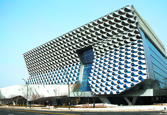 겹악재 코오롱생명과학…日 제약사의 본사·공장 144억 가압류 신청 받아들여져