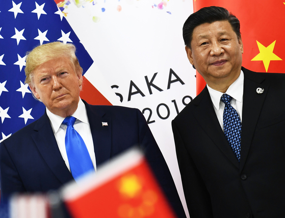 지난 6월 29일 일본 오사카에서 열린 주요20개국(G20) 정상회의에서 만나 정상회담을 연 도널드 트럼프 미국 대통령(왼쪽)과 시진핑 중국 국가주석. [AFP=연합뉴스]