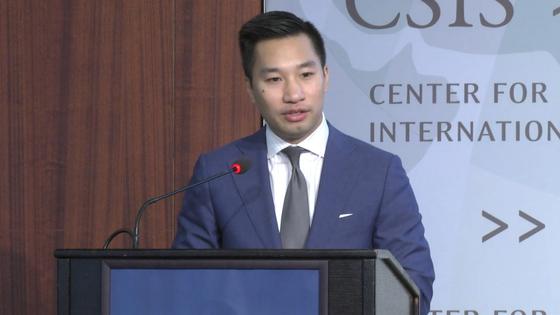 """알렉스 웡 미 국무부 대북특별 부대표가 5일(현지시간) 워싱턴 전략국제연구소(CSIS)에서 """"평화체제는 트럼프 대통령의 북한을 밝은 미래를 위한 비전의 필수 요소""""라고 말했다.[CSIS]"""