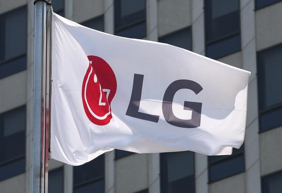 LG는 선제적인 일감 몰아주기 논란 해소 차원에서 LG CNS 지분 35%를 맥쿼리 사모펀드에 매각하기로 결정했다. [연합뉴스]