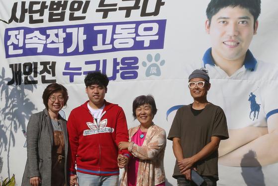 고동우 작가 개인전 '누구냐옹' 전의 주인공들. 지난 1일 개막한 전시회는 오는 10일까지 이어진다. 손민호 기자