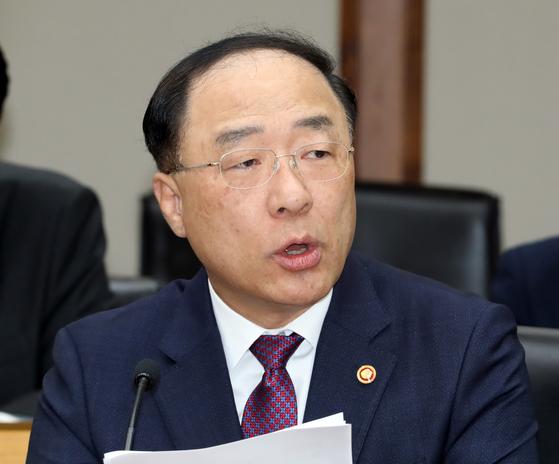 홍남기 2년내 상비병력 8만여명 줄인다···첨단기술로 개편