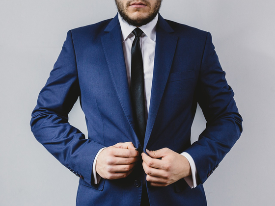 클래식한 스타일을 연출해 기품과 중후함을 만드는 것이 좋다. 가장 단번에 하는 방법은 슈트를 입는 것이다. 자신의 체형에 맞는 슈트를 선택해 입는 것이 중요하다. [사진 pixabay]