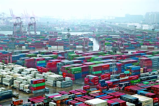 수출 감소로 상품수지 흑자규모 감소가 이어지고 있다. [뉴스1]