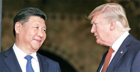 2017년 4월 6일(현지시간) 정상회담 중인 도널드 트럼프 미국 대통령(오른쪽)과 시진핑 중국 국가주석 [중앙포토]