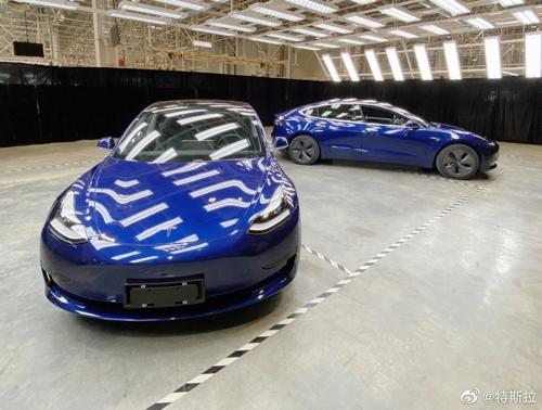 테슬라가 공개한 메이드 인 차이나 모델3…뒷면엔 터쓰라