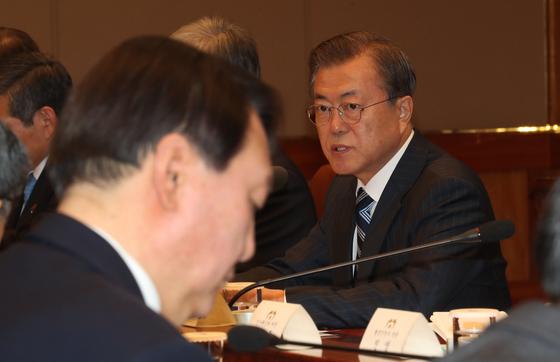문재인 대통령이 8일 오후 청와대에서 열린 반부패정책협의회에서 발언하고 있다. 청와대사진기자단