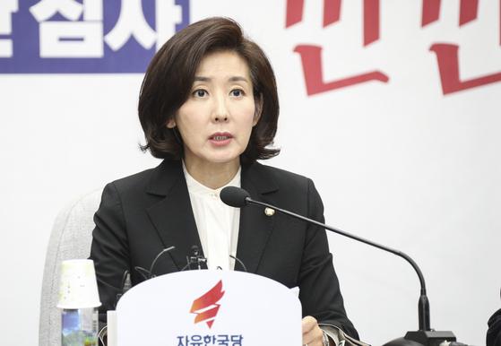나경원 자유한국당 원내대표가 8일 국회에서 열린 원내대책회의에서 모두발언을 하고 있다.  임현동 기자
