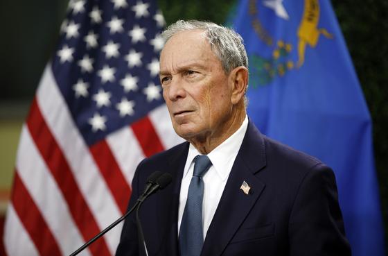지난 2월 뉴욕의 한 행사장에 등장한 마이클 블룸버그 전 뉴욕시장. 내년 미국 대통령 선거 출마 가능성이 크다. [AP=연합뉴스]