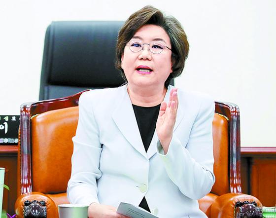 이혜훈 국회 정보위원장이 7일 국회에서 북한 주민의 추방과 관련한 브리핑을 하고 있다. [뉴시스]