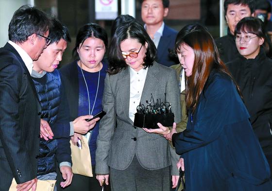 정경심 동양대 교수가 지난달 23일 영장실질심사를 마치고 서울중앙지법을 나서고 있다. 강정현 기자