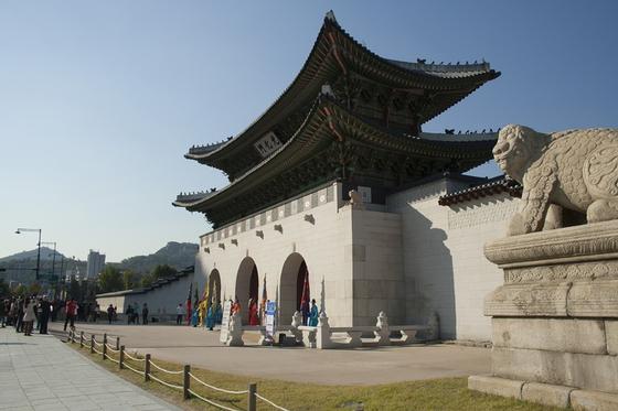 광화문 앞의 해치는 경복궁 영건에 참여했던 이세옥의 작품이다. 조선시대 궁궐의 석수조각과 비교했을 때 그 규모가 가장 크고 조각기법도 뛰어난 걸작이다. [사진 pxhere]