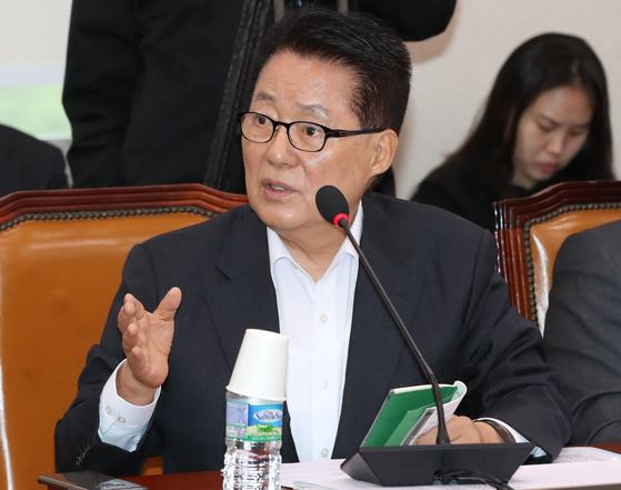 무소속 박지원 의원이 5일 국회 법사위 전체회의에서 질의하고 있다. [연합뉴스]