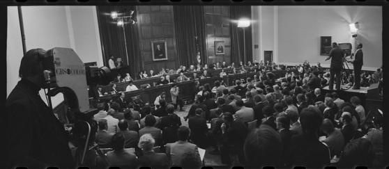 1974년 5월 9일 미 하원 법사위가 리처드 닉슨 대통령의 공식 탄핵조사 청문회를 열었다. [미 의회도서관]