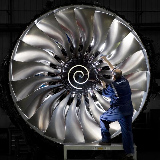 롤스로이스 더비 공장에서 대형 항공엔진 '트렌트(Trent) 1000'이 만들어지고 있다. [사진 롤스로이스]
