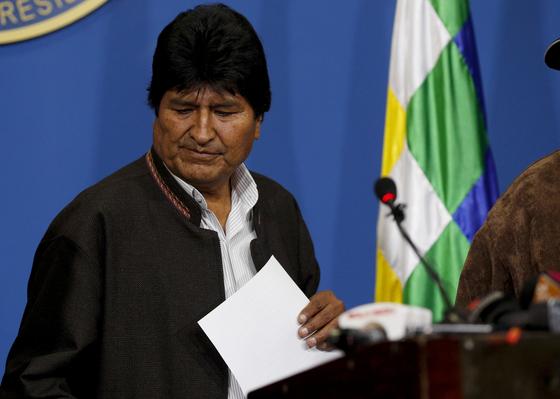 에보 모랄레스 볼리비아 대통령이 10일(현지시간) 수도 라파스에서 대통령 선거 재실시 방침을 발표하고 있다.[AP=연합뉴스]