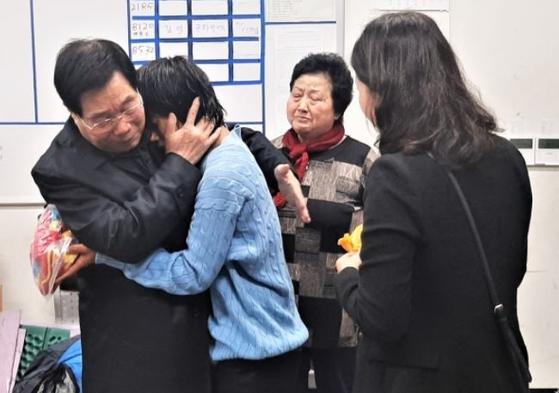 A씨(왼쪽에서 두번째)와 가족. [사진 수서경찰서]