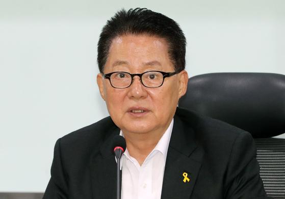 박지원 대안신당 의원이 11일 서울 여의도 국회 의원회관에서 열린 대안신당 제12차 국회의원·창당준비기획단 연석회의에서 발언하고 있다. [뉴스1]