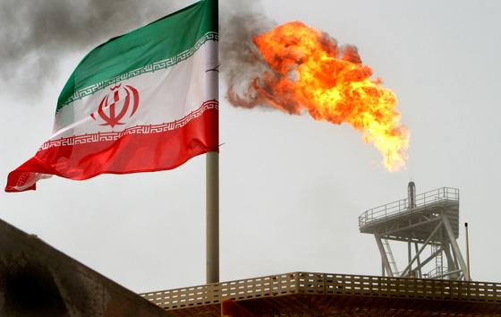 중동 페르시아만의 한 유전지대의 이란 원유생산기지의 모습.[로이터=연합뉴스]