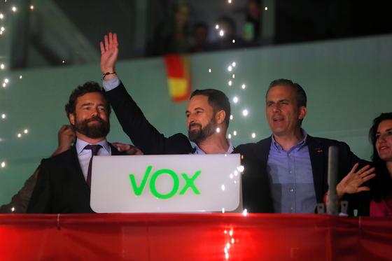 10일(현지시간) 치러진 스페인 총선에서 극우 성향 복스가 지난 4월 총선에 비해 배이상 의석을 늘리며 약진했다. [로이터=연합뉴스]