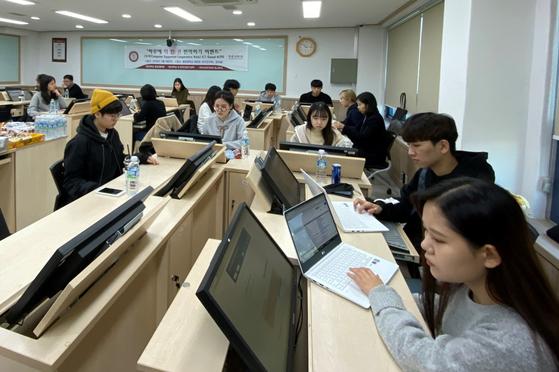 광운대 AI번역연구센터는 지난 9일(토)에 컴퓨터 기반 협업 번역을 통해 하루에 책 한 권 번역하기 이벤트를 진행했다.