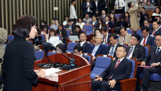 나경원자유한국당 원내대표가 지난달 22일 오전 문재인 대통령의 시정 연설 직후 열린 의원총회에서 발언하고 있다. 변선구 기자