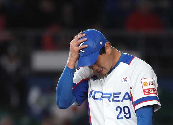 4회 교체되면서 아쉬워하는 김광현. [지바=연합뉴스]