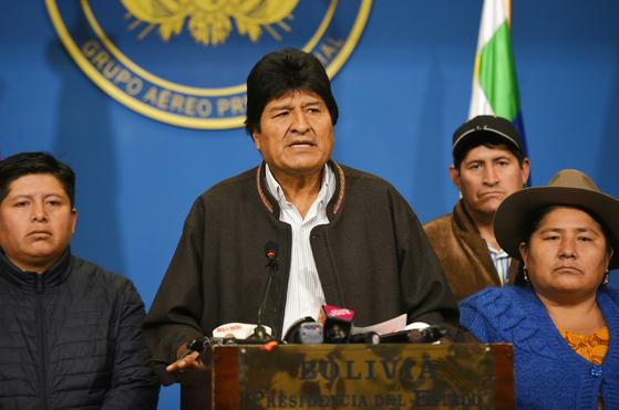 사임을 발표하는 에보 모랄레스 볼리비아 대통령 [신화통신=연합뉴스]