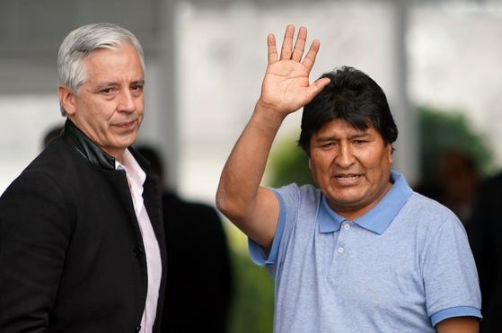 망명지인 멕시코에 12일(현지시간) 도착한 에보 모랄레스 전 볼리비아 대통령. [신화=연합뉴스]