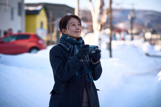 영화 '윤희에게'는 주인공 윤희(김희애)가 비밀로 간직해온 첫사랑을 만나러 딸과 함께 일본에 가게 되는 이야기다. [사진 리틀빅픽처스]