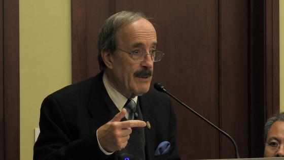 """엘리엇 엥겔 미 하원 외교위원장이 12일(현지시간) 워싱턴 의회에서 열린 행사에서 """"주한미군 철수는 바보짓이며 절대 반대한다""""며 """"한국을 절대 버리지 않을 것""""이라고 말했다. 이광조 JTBC 촬영기자"""