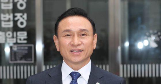불법 정치자금 수수 의혹을 받고 있는 구본영 천안시장. [뉴스1]