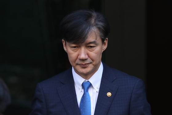 조 전 장관이 지난 10월 13일 서울 방배동 자택을 나서는 모습. [뉴스1]