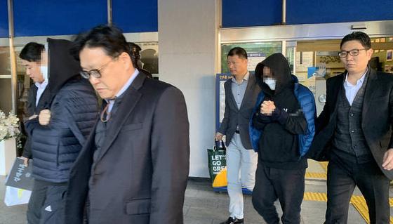 Mnet '프로듀스' 시리즈 안준영 PD와 김용범 CP가 14일 오전 검찰에 기소의견 송치됐다 / 사진=연합뉴스