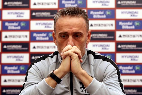 파울루 벤투 감독이 이끄는 한국 축구대표팀이 레바논전을 무관중 경기로 치러질 전망이다. [뉴스1]