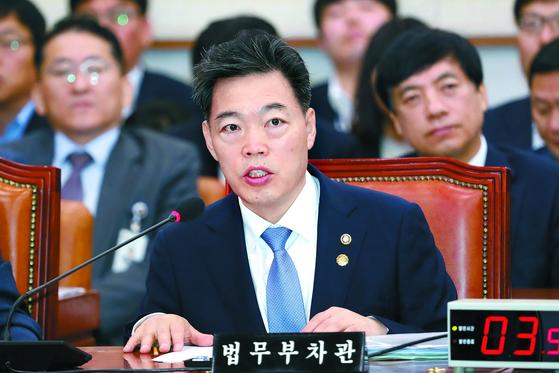 지난 5일 국회 법제사법위원회에 출석한 김오수 법무부 차관. [뉴스1]