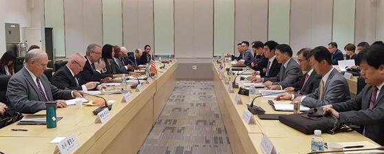 한ㆍ미 방위비 분담금 협상 대표단이 9월 24일 서울 모처에서 방위비 분담금 특별협정(SMA) 협상 제1차 회의를 하고 있다. [연합뉴스]