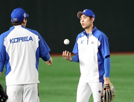 14일 일본 도쿄돔에서 한국 야구 대표팀 이정후가 훈련하고 있다. 연합뉴스 제공