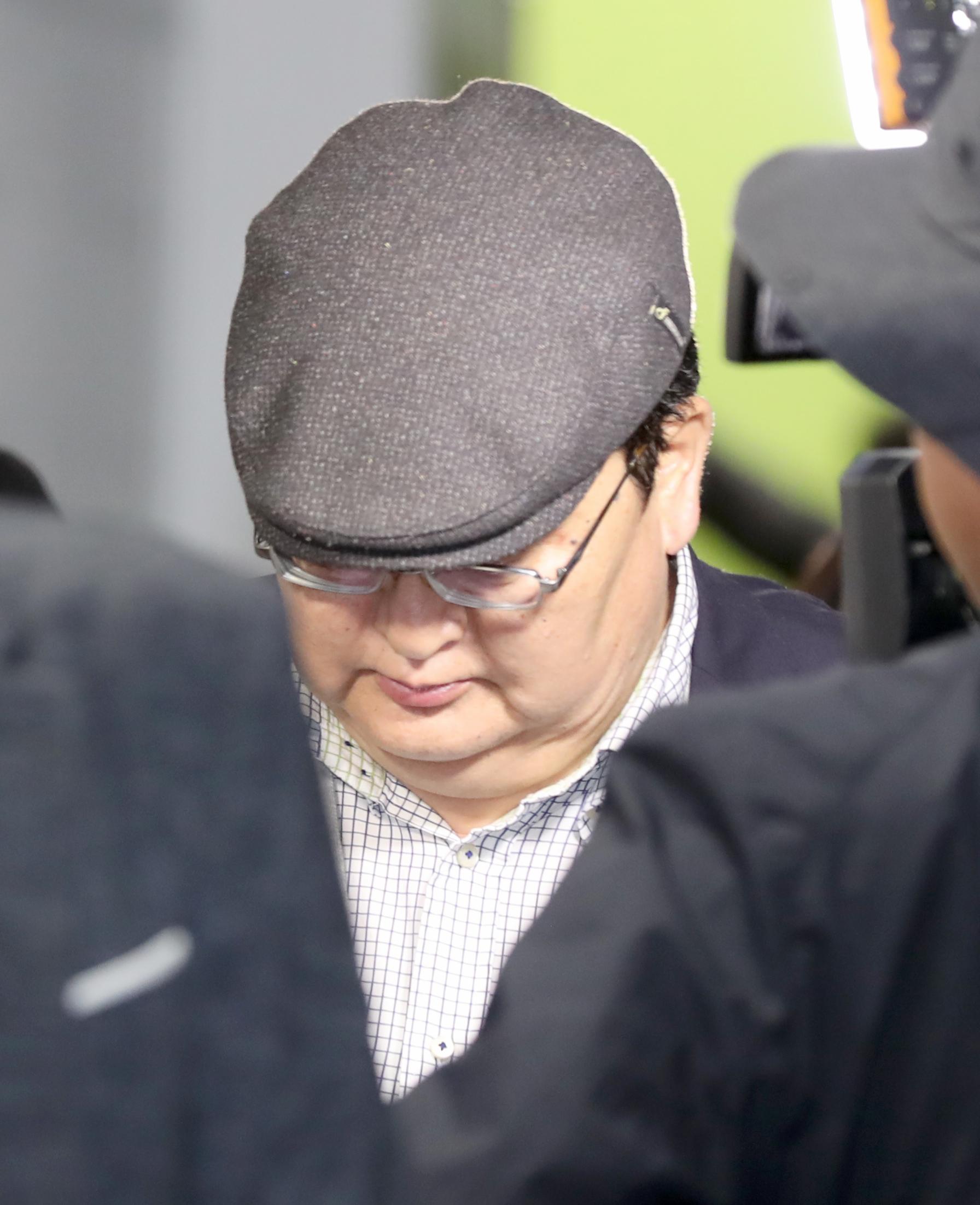 오드바야르 도르지 몽골 헌법재판소장이 지난 7일 오전 인천지방경?청에서 조사를 받은 후 경찰청을 나서고 있다. [뉴스1]