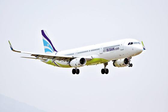 에어부산은 검증된 안전성과 서비스를 바탕으로 국내 대표 저비용항공사로 도약할 계획이다. 사진은 에어부산의 A321-200 항공기. [사진 에어부산]