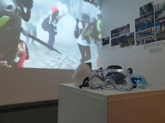 15일 오후 서울 서교동의 한 갤러리에서 'Stand with Hong Kong: 신문에 보이지 못하는 전인후과' 사진전이 열렸다. 이병준 기자