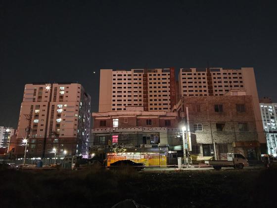 인천 미추홀구 옐로하우스 4호집의 현재 모습. 지역주택조합 사업으로 다른 건물들은 대부분 철거됐다. 최은경 기자