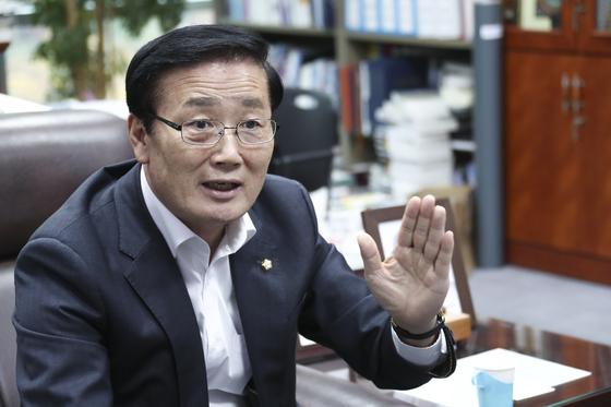김성찬 자유한국당 의원 인터뷰가 15일 오후 국회 의원회관에서 열렸다.  임현동 기자