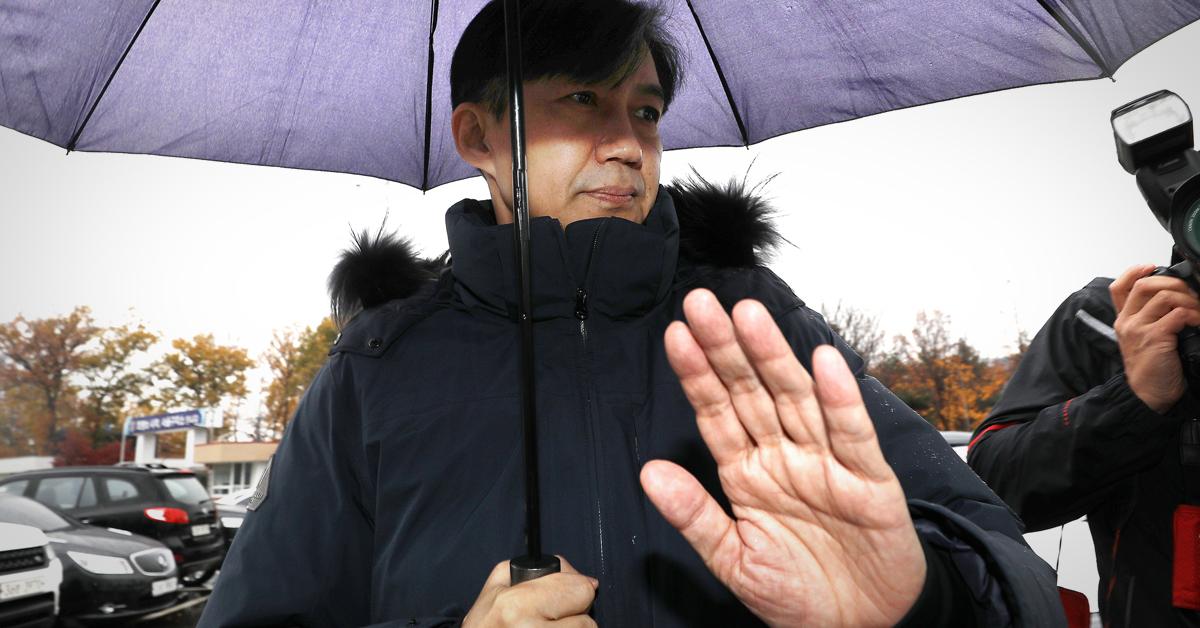 조국 전 법무부 장관이 지난 15일 오전 경기 의왕 서울구치소에서 부인 정경심 동양대 교수 면회를 마친 뒤 구치소를 나서고 있다. [뉴스1]