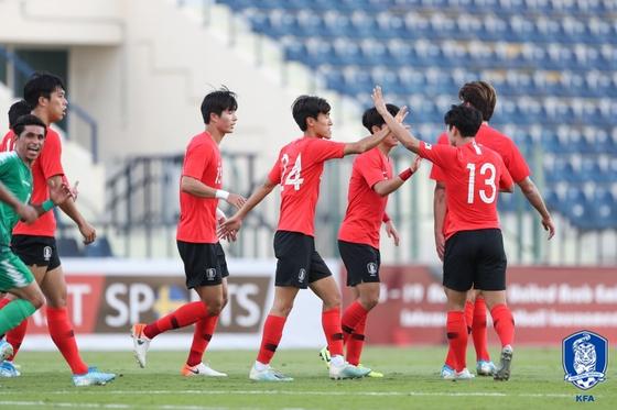 이라크전 득점 직후 서로를 격려하는 올림픽축구대표팀 선수들. [사진 대한축구협회]