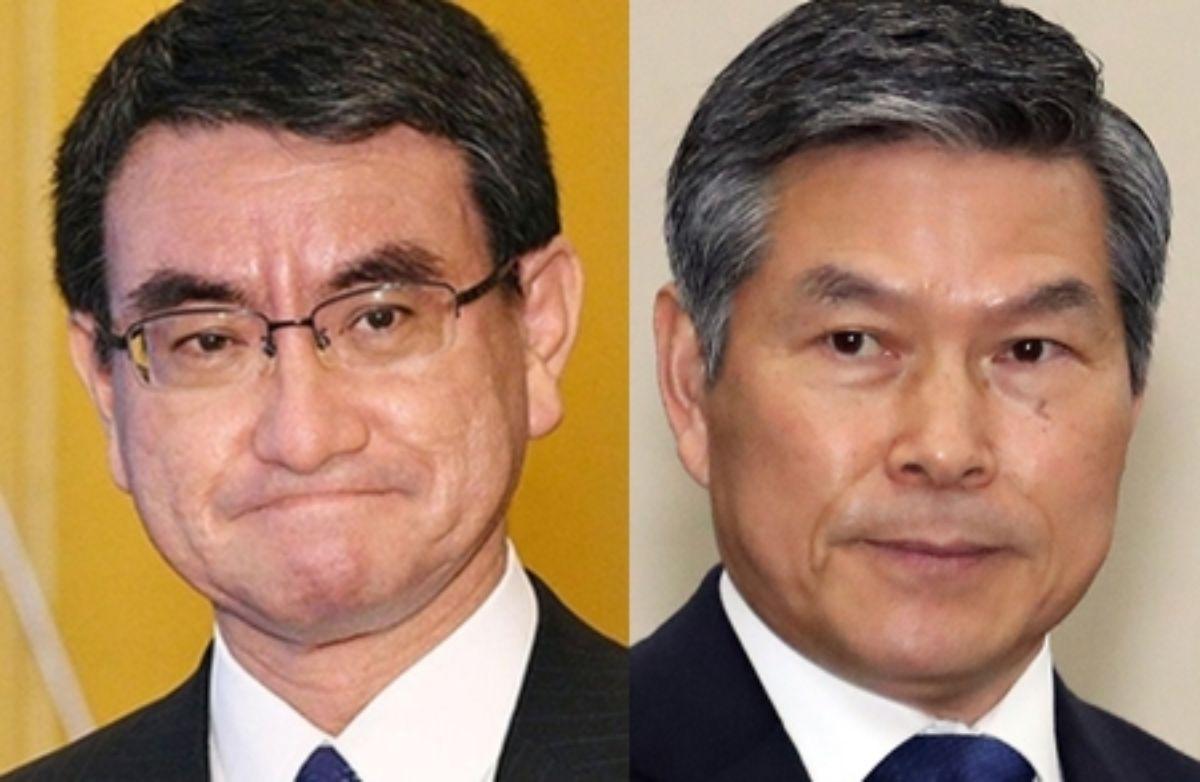 고노 다로 일본 방위상(왼쪽)과 정경두 국방장관. [연합뉴스]