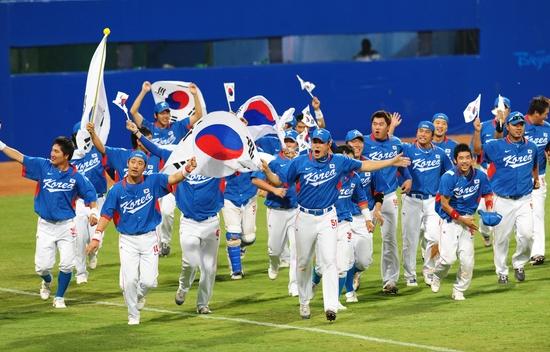 지난 2008 베이징 올림픽 결승전 쿠바와 경기에서 승리 후 환호하는 대표팀의 모습. 중앙포토