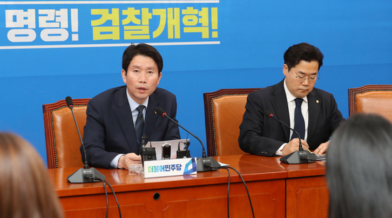 이인영 더불어민주당 원내대표가 17일 오후 국회에서 기자간담회를 하고 있다. [연합뉴스]